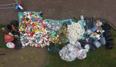 Drone photo of trash in front of Brasseux d'la Côte   Photo par un drone des déchets en face de Brasseux d'la Côte